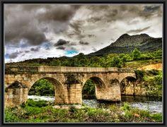 Encontramos el término municipal de Bohoyoen la zona occidental de la provincia de Ávila, junto al límite que separa esta provincia de la de Cáceres, ya en Extremadura, y no muy alejado de Salaman...