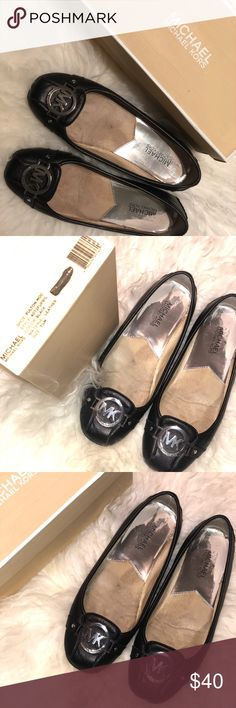 Michael kors Fulton Moccasin A designer logo at the toe of Michael kors Saffiano moc flats makes sure that ordinary is never an option. Leather upper. Square closed-toe flats with rubber grip on the sole. Michael Kors Shoes Flats & Loafers