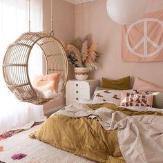 Pink & ochre bedroom with round rattan hangin chair Tween Girls Bedroom Bedroom Chair hangin Ochre Pink Rattan Ochre Bedroom, Home Bedroom, Master Bedroom, Bedroom Inspo, Swing In Bedroom, Bedroom Inspiration, Modern Bedroom, Turquoise Bedroom Walls, Peach Bedroom