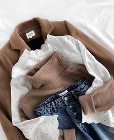 Camel + white lace + jeans = the right mix – Best outfit ideas Basic Outfits, Mode Outfits, Casual Outfits, Fashion Outfits, Womens Fashion, Fashion Flatlay, Blazer Fashion, Cheap Outfits, Blazer Outfits