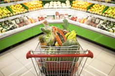 ¿Te has encontrado parado en medio de los pasillos del supermercado, decidido a comer más saludable pero sin una maldita idea de qué comprar y qué evitar? Buenvenido al club. Mucha de la gente que ...