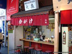 Aww. How cute...a little ramen bar. ^^