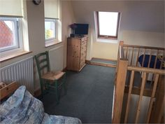 Large double room for rent, own bathroom, 2 mins walk from Chertsey train station - Surrey