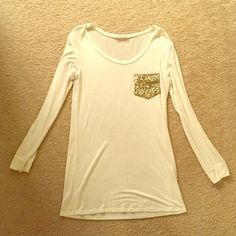 White gold sequin pocket long sleeve tee small s This shirt is super cute! It's white with a gold sequin pocket on the right breast. It is soo comfortable. It is perfect with leggings!! Size small. By Noble U worn 3 times max. Happy poshing! Noble U Tops Tees - Long Sleeve