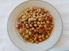 Ρεβίθια στο φούρνο με λαχανικά και δεντρολίβανο…από την Αλεξάνδρα Σουλαδάκη http://www.donna.gr/17288/rebithia-sto-fourno-me-lachanika-kai-dentrolibano-apo-tin-alexandra-souladaki/  Άλλο ένα πολύ ωραίο φαγητό, είναι αυτό που θα κάνουμε σήμερα στην καλοκαιρινή εκδοχή του. Όσπριο ωραίο, νόστιμο, θρεπτικό, τα ρ