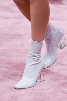 Christian Dior Spring 2015 Couture Fashion Show Details Dr Shoes, Me Too Shoes, Ballet Shoes, Shoes Heels, Fancy Shoes, Pretty Shoes, Cute Shoes, Christian Dior, Stiletto Heels