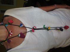 Colgante de ganchillo con flores y frutas