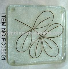 Wire in middle Stained Glass Crafts, Stained Glass Designs, Glass Wall Lights, Glass Wall Art, Fused Glass Jewelry, Glass Beads, Glass Fusion Ideas, Kiln Formed Glass, Glass Coasters