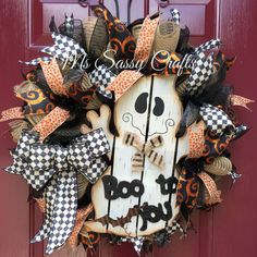 Fun and fabulous deco mesh and burlap wreaths for all occasions! by MsSassyCrafts Halloween Deco Mesh, Halloween Door, Holidays Halloween, Halloween Crafts, Halloween Decorations, Halloween Wreaths, Halloween Fabric, Halloween Party, Wreath Crafts