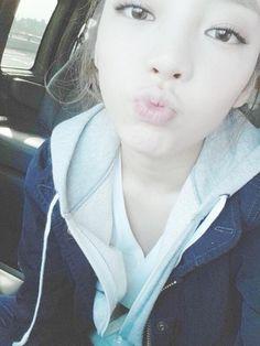 """KARA ハラ、キスをするようなセルフショットを公開""""人形のような美貌"""" - PICK UP - 韓流・韓国芸能ニュースはKstyle"""