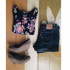 SO Peplum style floral shirt This cute floral peplum shirt is adorable and goes with really anything in your closet! Lightly worn!  SO Tops Tees - Short Sleeve