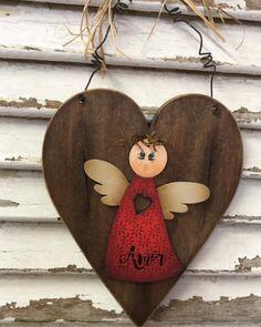Nenhuma descrição de foto disponível. Wood Crafts, Diy And Crafts, Arts And Crafts, Wood Angel, Angel Crafts, Pintura Country, Clay Design, Wood Creations, Vintage Shabby Chic