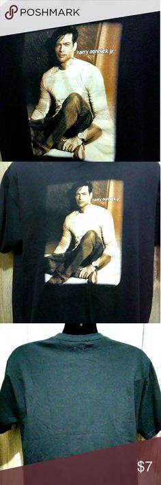 Harry Connick Jr 2007 Concert T-shirt Size Large With a full front photo graphic of Larry Connick Jr is this wonderful T-shirt from 2007 in great condition with no hole's , no stains , no major wear and very clean READY TO ENJOY.  ANVIL SIZE LARGE  100% COTTON  MADE IN NICARAGUA   HARD TO FIND T-SHIRT Anvil Shirts Tees - Short Sleeve