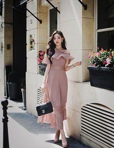daily 2019 feminine& classy look Korean Fashion Dress, Ulzzang Fashion, Kpop Fashion Outfits, Asian Fashion, Look Fashion, Fashion Dresses, Stylish Dress Designs, Stylish Dresses, Elegant Dresses