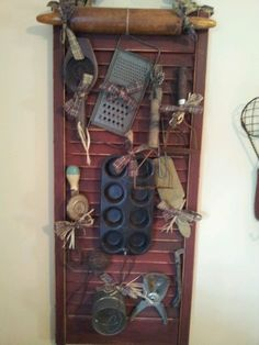 Fantastic Photos Primitive Kitchen utensils Concepts Region and also antique style is usually popular correct now. Whether you call home within the suburban areas or maybe o Primitive Kitchen, Old Kitchen, Primitive Crafts, Country Primitive, Primitive Bedroom, Kitchen Country, Arte Country, Country Crafts, Country Decor