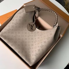 2020 Rushed Real Louis Vuitton Carmel Hobo Bag 35 40 Best Louis Vuitton Carmel Hobo Bag 35 40 Buy From The Online Online Replica Shop Abags With Competitive Price Lv Handbags, Louis Vuitton Handbags, Fashion Handbags, Fashion Bags, Leather Handbags, Luxury Handbags, Handbags Online, Spring Handbags, Fashion Fashion