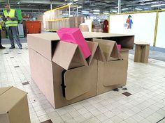 Test mobilier en carton à Comtes avec Phillippe Blumereau, jerome journoud et serge lemaire / Smurfit Kappa.