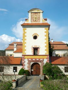 Kratochvíle castle entrance #castles #Czechia