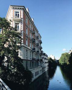 happy-sunny-awesome Friday! | Nach wochenlangem Herbstwetter in Hamburg feiere ich jedes Grad und jeden Sonnenstrahl. Und bewundere die schönsten Hamburger Ecken. Heute Nachmittag geht's allerdings nach Lüneburg - Reunion mit meinen liebsten Lüni-Girls @charliecarlsson und @kyra.elisa 😍💙