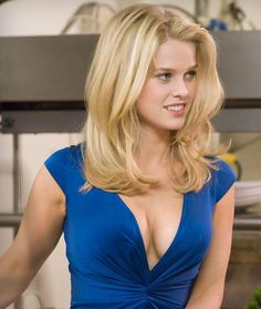 Alice Sophia Eve (born 6 February is an English actress, known for her roles in films including She's Out of My League , Sex and . Alice Eve Hot, Alice Sophia Eve, Beautiful Celebrities, Beautiful Actresses, Beautiful Women, Actrices Blondes, Hot Girls, Hot Blondes, Hair Colors