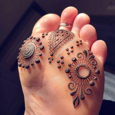 Tattoo Mandala Pierna Colour 68 New Ideas Henna Designs Feet, Henna Designs Easy, Mehndi Art Designs, Henna Tattoo Designs, Bridal Mehndi Designs, Henna Tattoo Foot, Henna Mehndi, Henna Art, Foot Tattoos