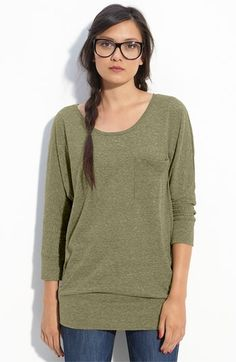 I can handle this shirt. Not sure why the model looks so strange. Slouchy Sweater, Loose Sweater, Kim K Style, My Style, Model Look, Love Clothing, Types Of Fashion Styles, What To Wear, Summer Outfits