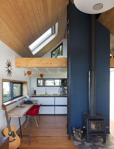 A Wellington couple transformed the flat, barren space at the back of their property into anopen-plan studio with sweeping views – all in just 45m2 Thurston Studio, Wellington Architect:Cushla Thurston Floor area:45m2 In 2006, when Wellington couple Cushla and Richard Thurston purchased their mid-century home in Brooklyn, Wellington, they earmarked the flat, barren space at …