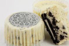 Oreo cookies and cream cheesecakes, Martha Stewart's cookies and cream cheesecakes recipe, easy recipe for Oreo cookies and cream cheesecake cupcakes