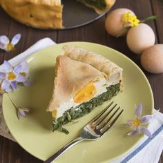 Pascualina is the Spanish word for Easter, so Tarta Pascualina literally means 'Eastern Time Tart'. What makes this dish extra-special is that under the crust, little wells have been made in the filling, and eggs are Easter Recipes, Egg Recipes, Brunch Recipes, Healthy Recipes, Healthy Food, Recipies, Quiches, Spinach Ricotta Pie, Tart Molds