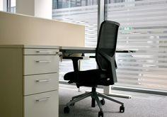Büroarbeitsplatz mit Akustik-Sichtschutz by kühnle'waiko #office #furniture #workspace #interior #design #acoustic