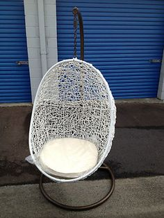 Hanging egg chair - insi...