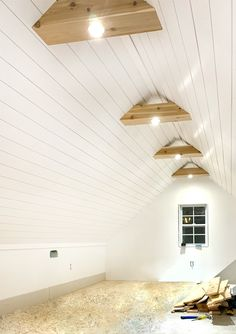 Our Attic Office is almost finished & with satin white shiplap ceilings, custom cedar beams, and knee walls for a defined space! Source by renosemipros The post White Shiplap Ceiling & Cedar Beams appeared first on Yvonne DIY Design. Architecture Renovation, Architecture Design, Attic Renovation, Attic Remodel, Victorian Architecture, Attic Bedroom Designs, Attic Design, Attic Rooms, Attic Spaces
