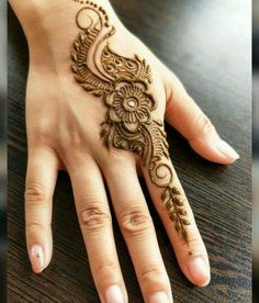 Mehndi design makes hand beautiful and fabulous. Here, you will see awesome and Simple Mehndi Designs For Hands. Pretty Henna Designs, Henna Tattoo Designs Simple, Finger Henna Designs, Simple Arabic Mehndi Designs, Mehndi Designs Book, Mehndi Designs 2018, Modern Mehndi Designs, Mehndi Design Photos, Mehndi Simple