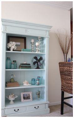 Pinning to remember how to decorate my bookcase that looks just like this one.