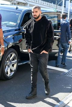 Drizzy Drake. The hotline bling rapper with the award winning smile and style. His lyrics are pretty dope too.