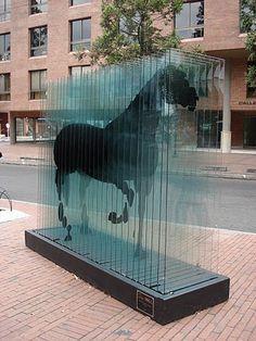 Caballo en placas de vidrio, Parque de la 93.JPG