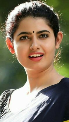 So simp le yet beautiful Beautiful Girl Indian, Most Beautiful Indian Actress, Beautiful Gorgeous, Beautiful Actresses, Beauty Full Girl, Cute Beauty, Beauty Women, Indian Face, Indian Beauty Saree