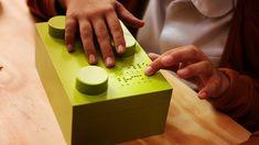Bloques de lego para alfabetizar a niños ciegos ¡qué bueno!   #lego #braille #creatividad