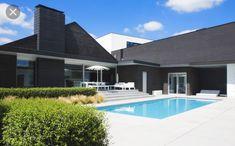 Bob Monteyne, uw expert in zwembaden op maat. Outdoor Projects, Outdoor Decor, Pool Houses, Mansions, House Styles, Home Decor, Buildings, Magazine, Gardens