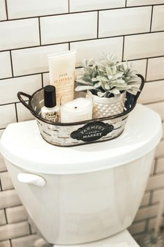 Home Decor Apartment Farmhouse bathroom decorating ideas - cheap farmhouse decor ideas for decorating your home on a budget.Home Decor Apartment Farmhouse bathroom decorating ideas - cheap farmhouse decor ideas for decorating your home on a budget Boho Bathroom, Bathroom Toilet Decor, Bathroom Baskets, Bathroom Vanities, Black Bathroom Decor, Farmhouse Decor Bathroom, Master Bathroom, Basement Bathroom, Bathroom Bin