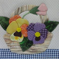 Sewing stitches by hand: learn step by step and customize your clothes! Quilt Block Patterns, Applique Patterns, Applique Quilts, Quilt Blocks, Flower Quilts, Fabric Flowers, Sewing Stitches By Hand, Styrofoam Crafts, Hand Applique