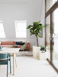 ChicDecó: | Beautiful Scandinavian apartment • Pinkish sofa and green chairs