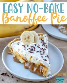 Easy No-Bake Banoffee Pie recipe from The Country Cook- This dessert combines the best flavors to make one incredible no-bake pie! Banoffee Recipe, Vegan Banoffee Pie, Banoffee Cheesecake, Köstliche Desserts, Delicious Desserts, Dessert Recipes, Yummy Food, Easy Pie Recipes, Cake Recipes