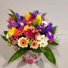Cutie cu flori colorate/ Fresh colors flower box. Flower Boxes, Flowers, Gerbera, Iris, Flower Arrangements, Glass Vase, Table Decorations, Spring, Cactus