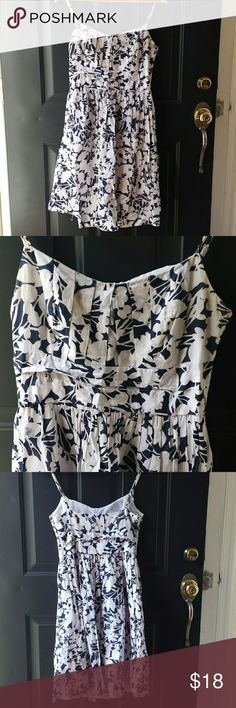 New York & Company Dress Floral navy and white New York & Company dress with zipper on the side. Great for spring and summer coming up :) New York & Company Dresses Mini