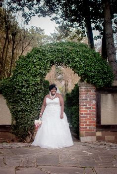 {Bridal Portraits} Garden and Estate Portraits in Virginia | Ashley Vanley Photography | The Pretty Pear Bride - Plus Size Bridal Magazine