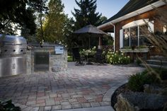 We love outdoor kitchens, especially when they are on our Dublin pavers!