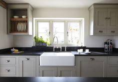 Modern kitchen Window - Farrow and Ball Hardwick White For The Ultimate Modern Country Kitchen! Kitchen Decor, Home Decor Kitchen, Modern Country Kitchens, Black Granite Countertops, Kitchen Design, Kitchen Remodel, Kitchen Renovation, Farrow And Ball Kitchen, Country Kitchen