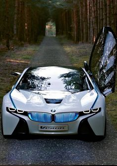 #BMW #Electric looking so mean and so cool. #i8 #FutureCars #ModernClassic #Style