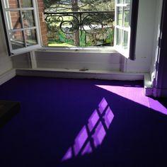 Violet Floor Room / in artistic residence au Château Ephémère